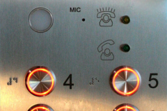 Kabínové tablo s BA590, laserové logo, gravírované stanice.
